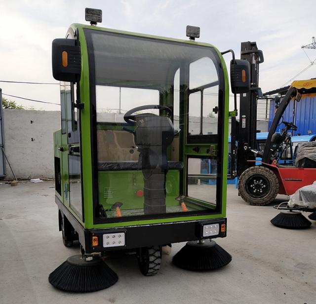 新疆三刷电动扫地车